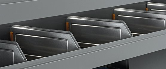 Trays with aluminium dividers