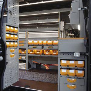 Scaffali per furgoni: vista porta laterale del mezzo