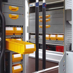 Allestimento furgoni con cassetti con aperture verso la porta del mezzo