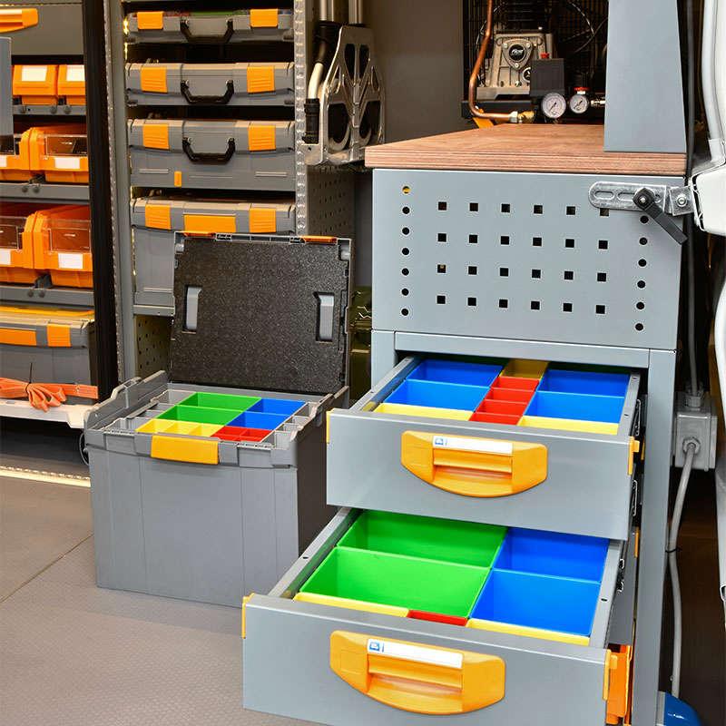 Equipamiento para furgonetas Fiat Ducato con banco de trabajo y cajones laterales