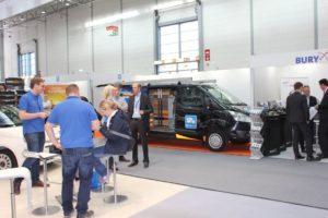 Esposizione di allestimenti per furgoni e flotte alla fiera 'Flotte! Der Branchentreff' a Düssendorf