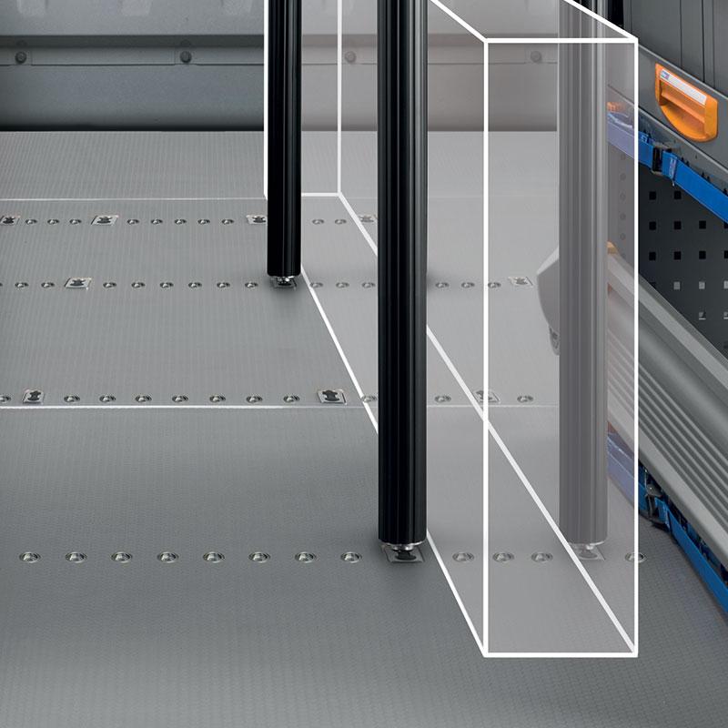 Bodenplatte mit serienmäßigen Verankerungsstellen