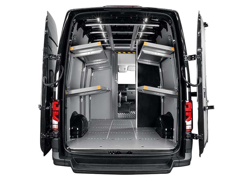 trasformazione del veicolo con mensole ribaltabili e paratia divisoria con porta scorrevole